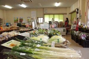 荒川直売所 店内「旬の農産物を販売」3