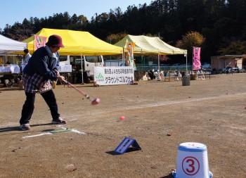 グラウンドゴルフを楽しむ参加者