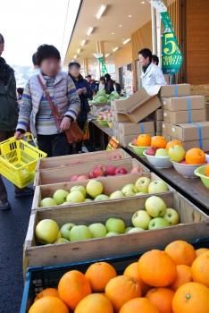 国産フルーツも特価販売